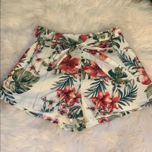 Lush Tropical Shorts Medium NWT